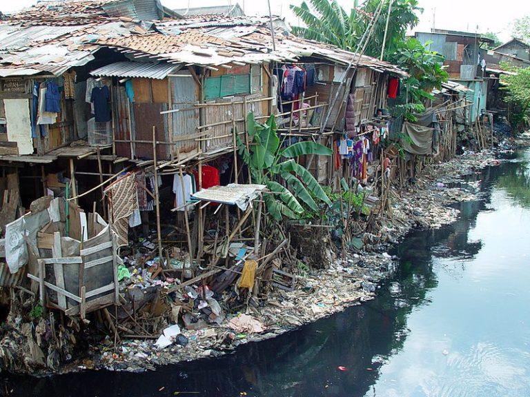 Трущобы в Восточном Сипинанге, Джакарта, Индонезия