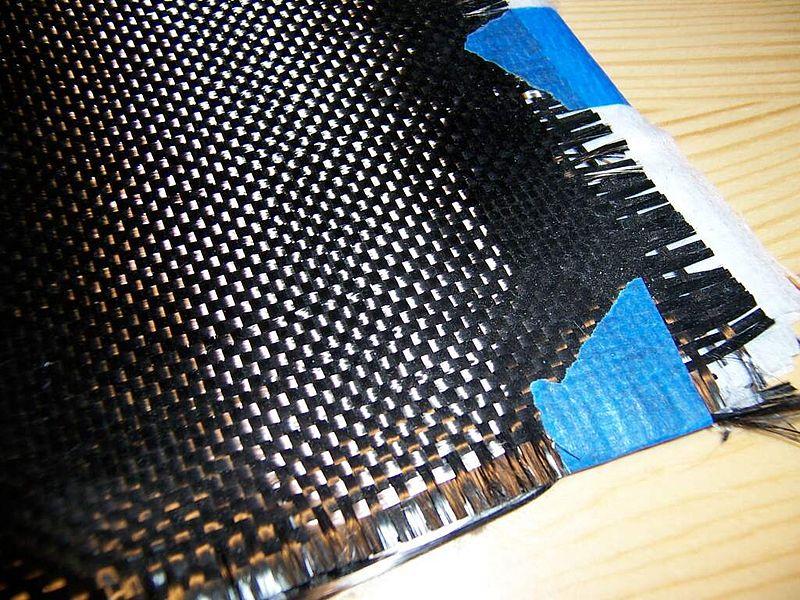 Ткань из тканых углеродных нитей