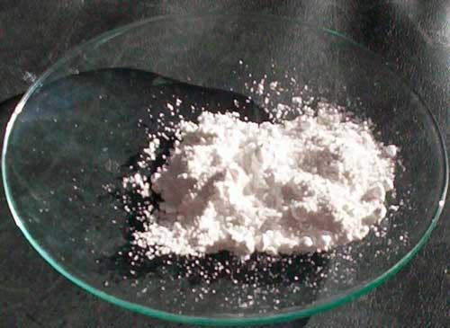 Белое твердое вещество диоксида титана