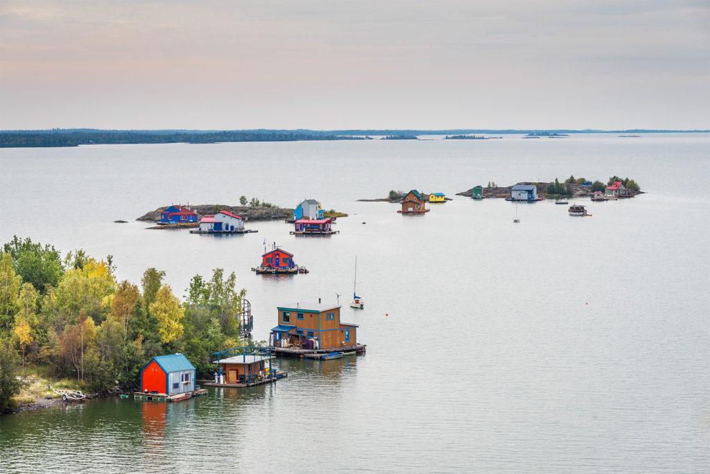 Большое рабское озеро на северо-западных территориальных территориях, Канада