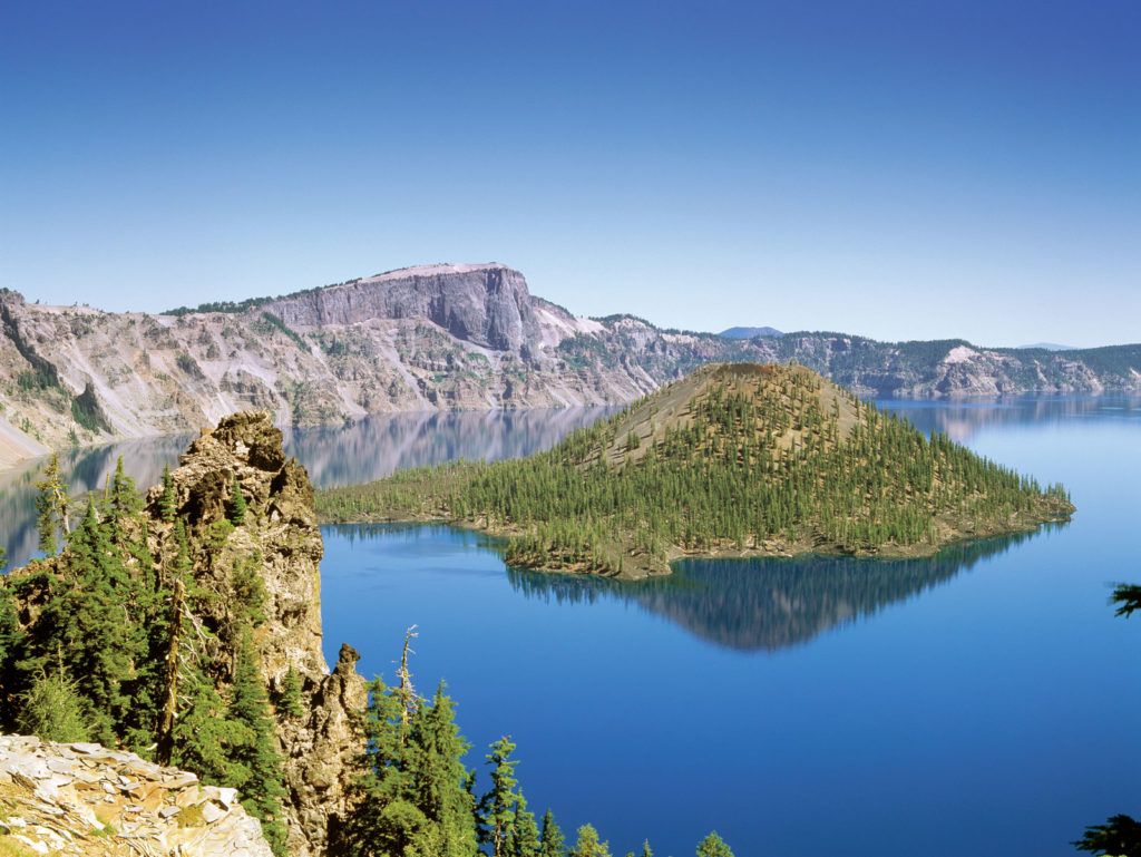 Кратерное озеро в Каскадном хребте, юго-западный Орегон