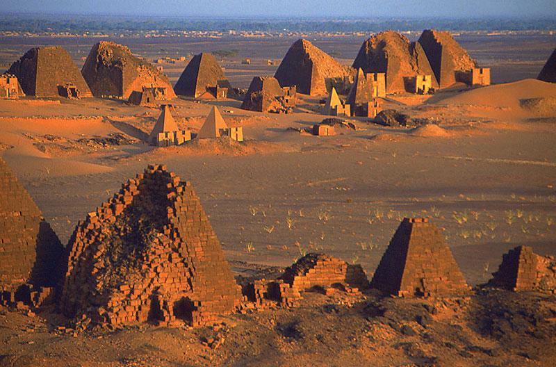 Мероэ, Судан - пирамиды