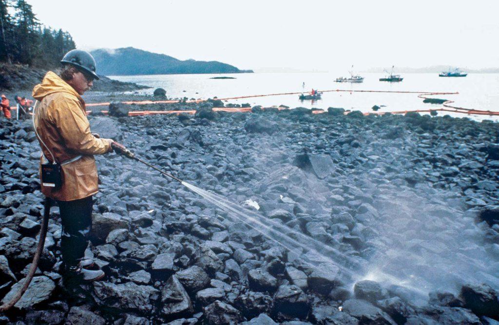 Разлив нефти Exxon Valdez - уборщики