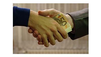 Разница между взяточничеством и коррупцией