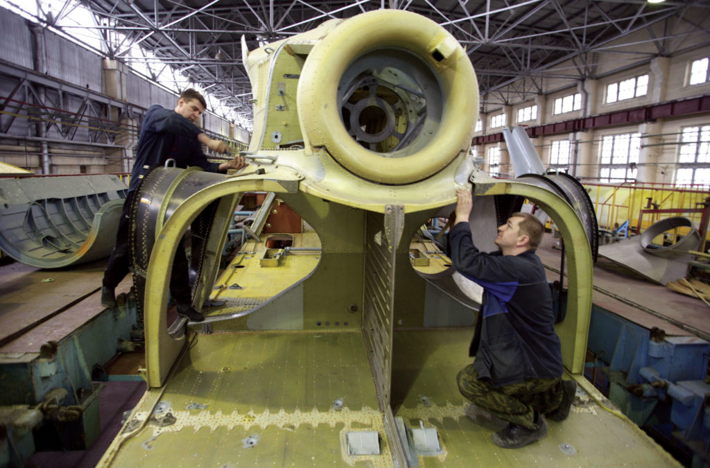 Сборка грузового вертолета Ми-26