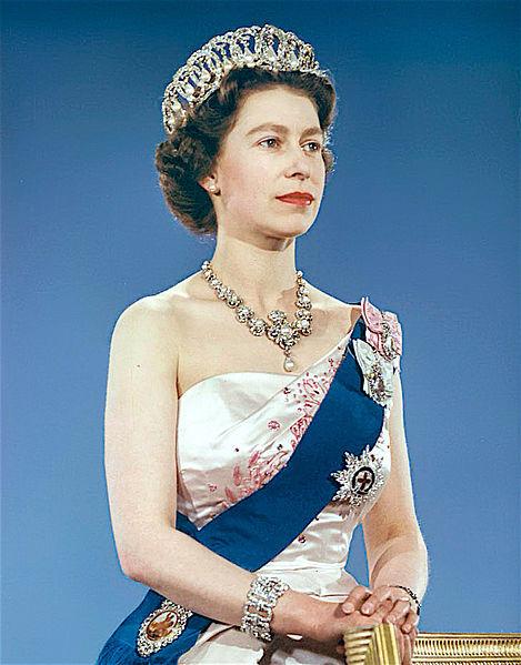 Королева Елизавета II в Владимирской тиаре