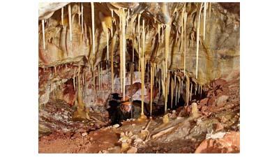 Разница между сталактитами и сталагмитами