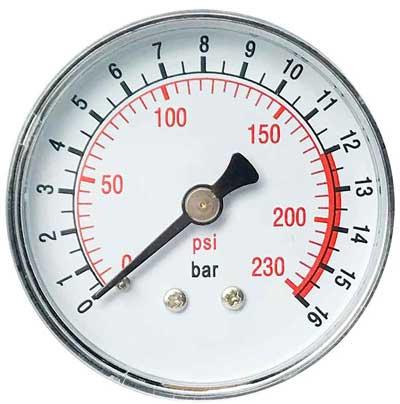 На циферблате манометра обычно указывается 2 вида единиц измерения давления. Простой способ узнать какая величина Psi соответсвтует Bar, можно на циферблате автомобильного механического манометра