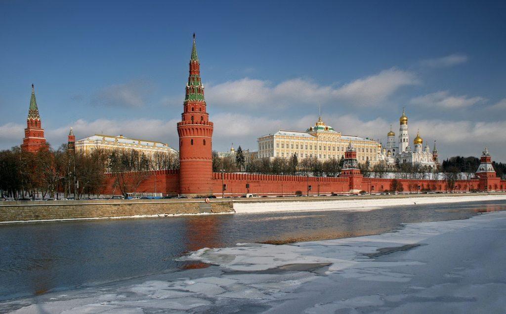 Вызвали в Кремль может обозначаться что вызвали к президенту