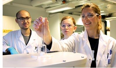 Разница между Промышленной химией и Химической инженерией