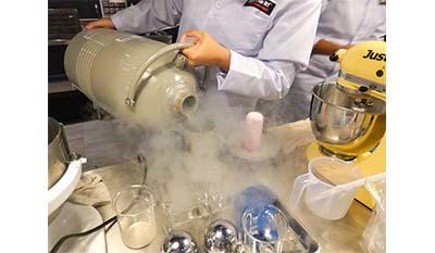 Разница между Сухим льдом и Жидким азотом
