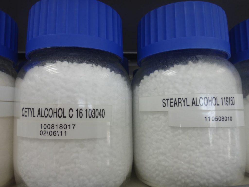 Разница между Цетиловым спиртом и Стеариловым спиртом