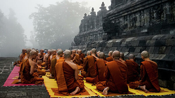 Буддийские монахи практикуют воздержание