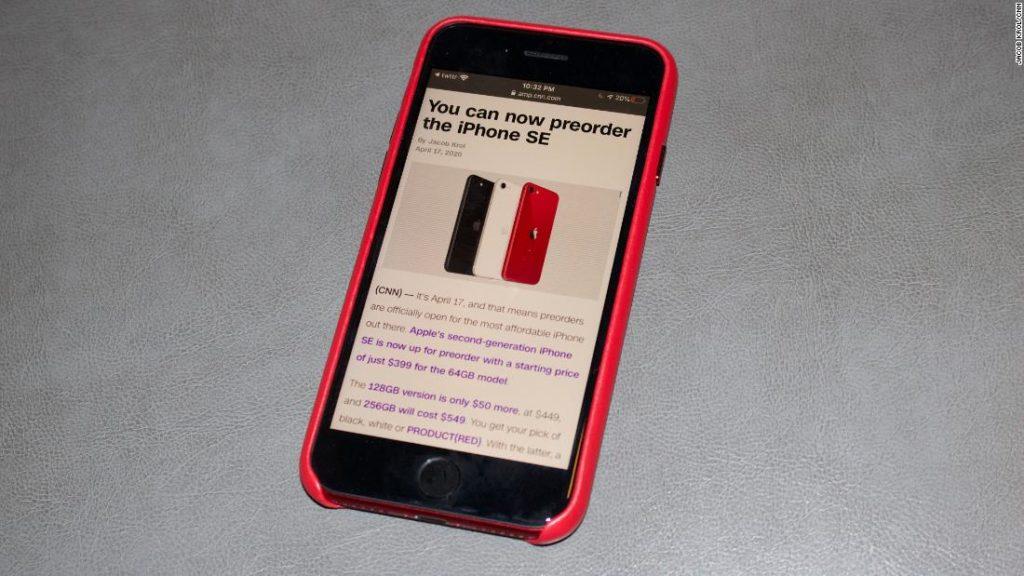 Apple iPhone SE 2020 года. Это самый дешевый iPhone в текущем списке Apple