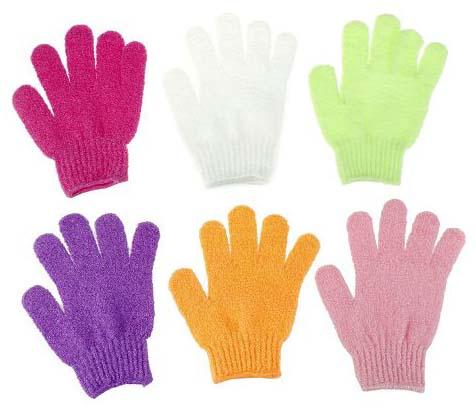 Отшелушивающие перчатки помогают для механического пилинга