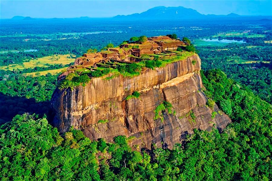 Шри-Ланка, Сигирия - «Львиная скала» состоит из Плутонической породы