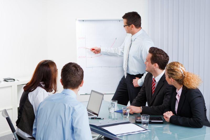 В общий менеджмент входит управление организацией в целом, а также ее различными департаментами и подразделениями.