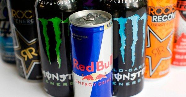 Хотя энергетические напитки содержат полезные ингредиенты, но как правило они содержат много сахара, калорий и кофеина, вызывающие побочные эффекты