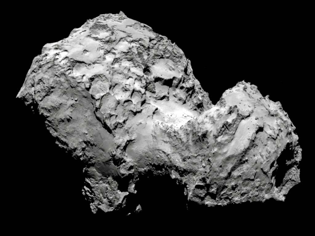 Комета Чурюмова-Герасименко. В августе 2014 года космический аппарат Розетта впервые в истории совершил посадку на поверхность кометы.