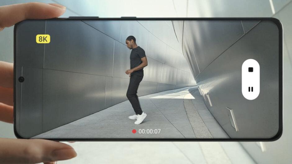 В Samsung Galaxy S21 Ultra 5G при записи видео в 8K можно делать фото снимок 8K