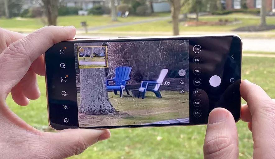 Galaxy S21 позволяет снимать видео, используя одновременно заднюю и переднюю камеры