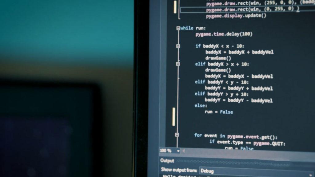 Java имеет статическую типизацию, а Python - динамическую