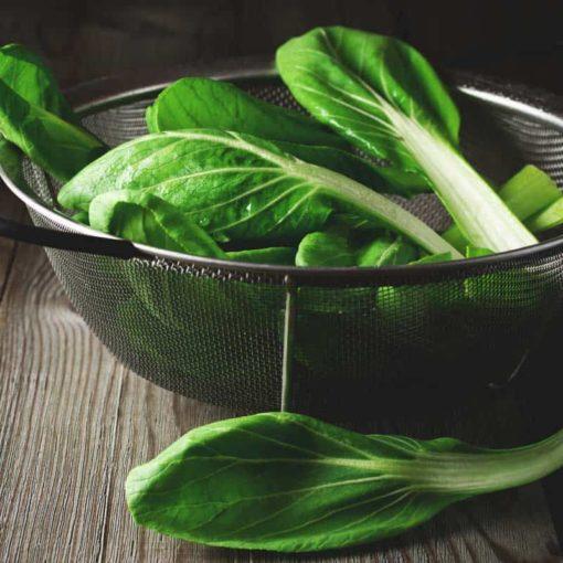 Листья татсой богаты витамином С, витамином А, кальцием и фолиевой кислотой