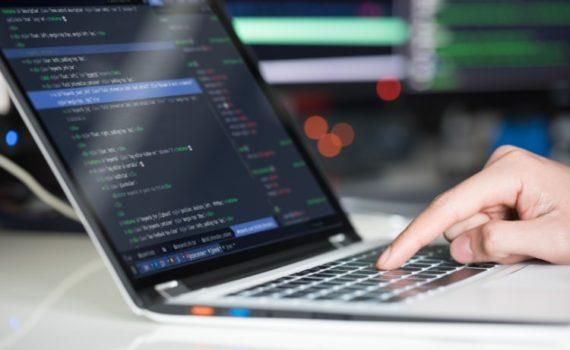 Python более прост по сравнению с Java