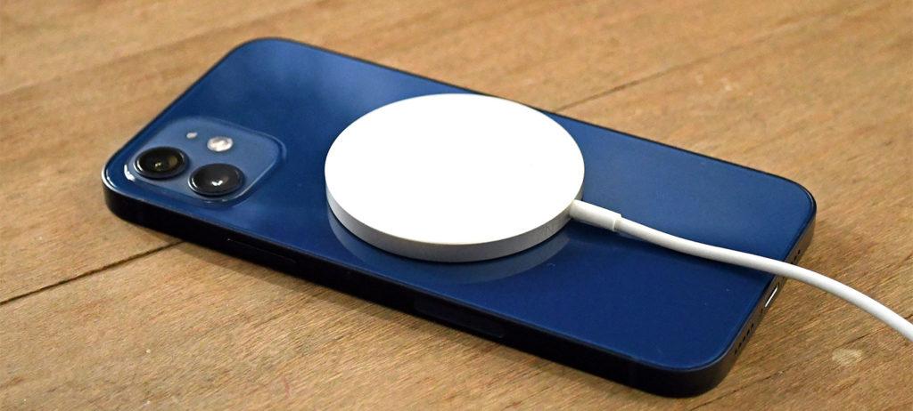 Серия iPhone 12 поддерживает аксессуары Apple MagSafe, такие как беспроводная зарядка