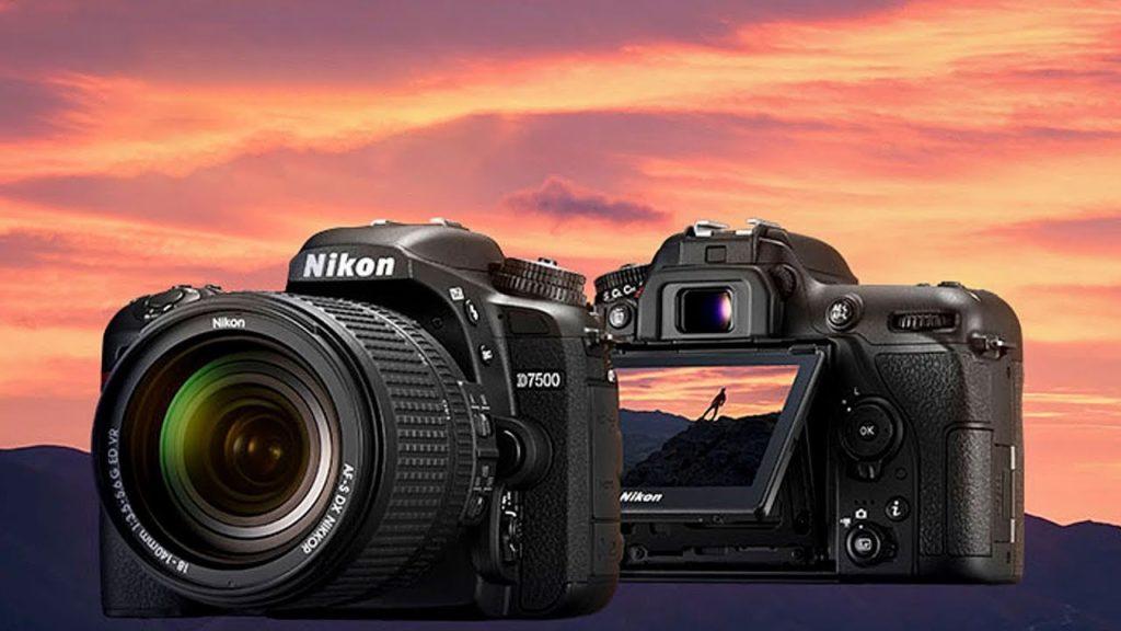 Цифровая зеркальная камера Nikon D7500 выпускается в пластиковом корпусе