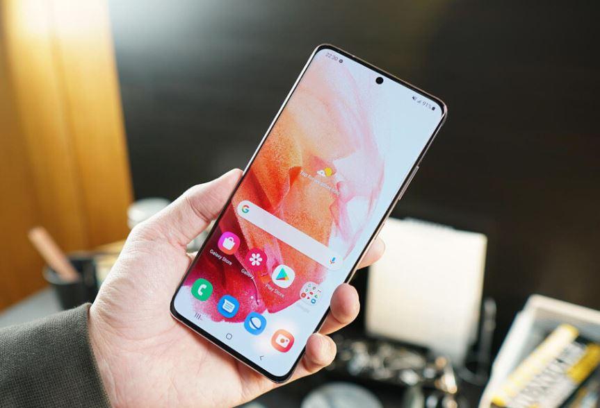 Дисплей Galaxy S21 Ultra поддерживает разрешение QHD+ при частоте 120 Гц