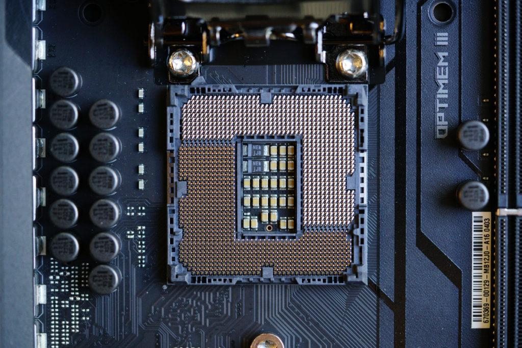 Для работы процессоров Intel Core 10-го или 11-го поколения требуется материнская плата с разъемом LGA1200