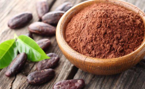 Какао-порошок полезен для здоровье сердца, обмена веществ и мозга, а также обладает улучшающим настроение, бодрящим и противовоспалительным действием