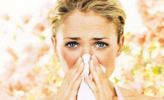 Причиной возникновения аллергии обычно является пыльца, шерсть животных, пыль, плесень, укусы насекомых, лекарства или определенные продукты