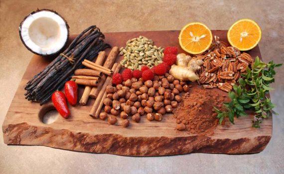 Натуральным ароматизатором является компонент, полученный из специй, фруктов или овощей, пищевых дрожжей, трав, коры, почек, корней или листьев растений