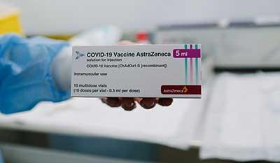 Разница между вакцинами AstraZeneca и Moderna