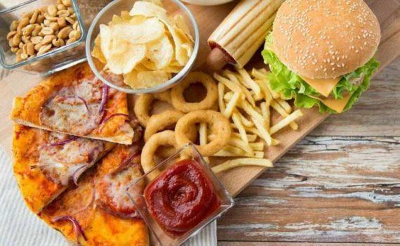Трансжиры опасны для здоровья из-за повышенного уровня холестерина ЛПНП, пониженного уровня холестерина ЛПВП, повышенного риска сердечных заболеваний, ожирения и диабета