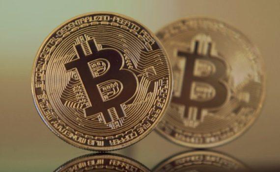 Биткоин - это цифровые деньги без поддержки какого-либо правительства, центрального банка или властей