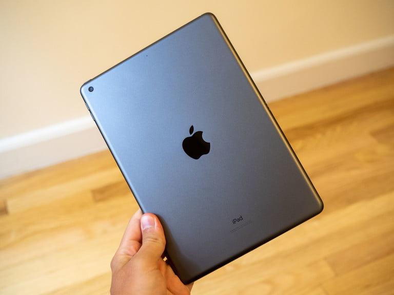 Задняя камера на Apple iPad 2021 и iPad 2020 одинаковая - 8 МП, f/2,4