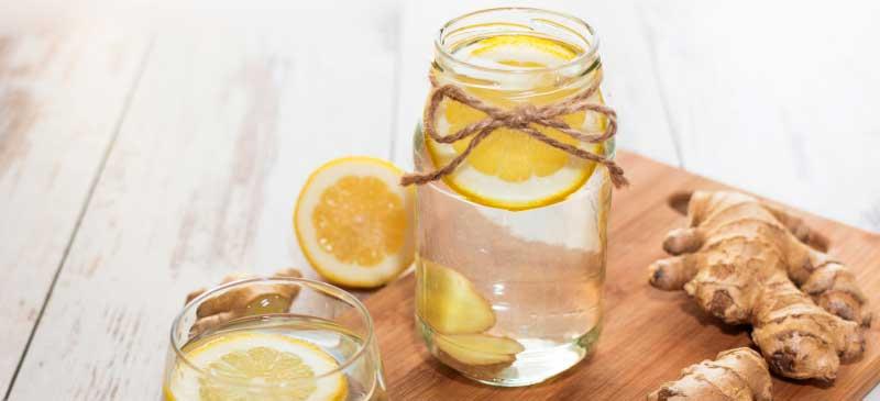 Имбирная Вода помогает для уменьшение тошноты и боли, улучшения иммунитета, здоровья мозга и пищеварения, снижения уровня холестерина и сахара в крови